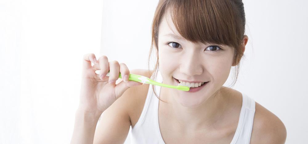 歯磨きだけでは不完全